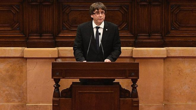 Katalonya Başkanı Carles Puigdemont bağımsızlık ilanıyla ilgili sürecin askıya alınmasını istedi