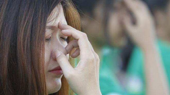 कंबोडिया में योग करती युवती