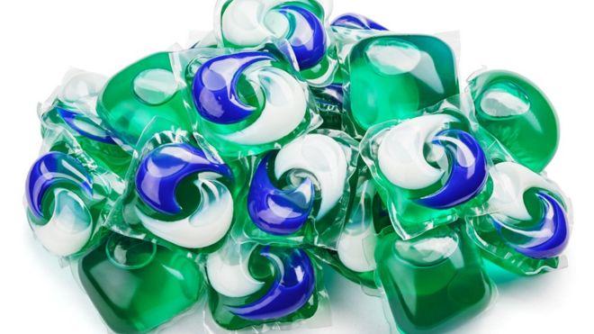 Los riesgos del reto de las cápsulas de detergente que es cada vez más popular en internet