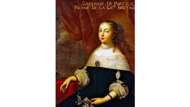 Выйдя замуж за Карла II и переехав в Англию, Екатерина не оставила привычки к ежедневным чайным церемониям