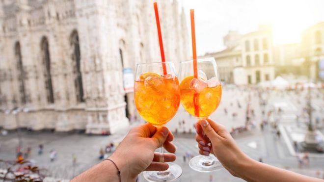 Cómo logró el licor italiano Aperol convertirse en una bebida de moda en tantos países
