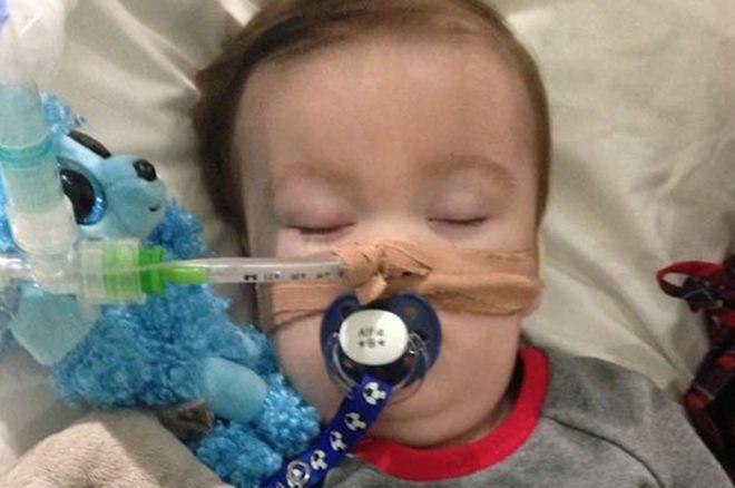 Corte aprueba eutanasia de Alfie, el lindo bebé de casi dos años. ¿Lo salvamos o no? _100717074_hi045942351