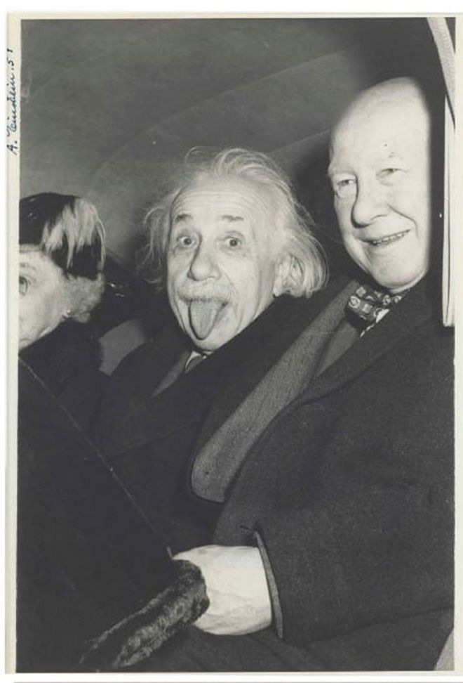 Albert Einstein, acompañado de Frank Aydelotte y su esposa