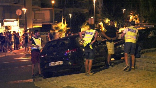 """Segundo atentado en Cataluña: la policía abate a 5 """"terroristas"""" en Cambrils horas después del atentado en Las Ramblas de Barcelona"""