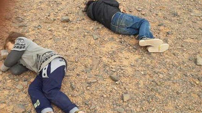 أطفال يفترشون الأرض في المنطقة الحدودية
