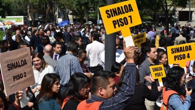 Personas participan en el simulacro de temblor en Ciudad de México