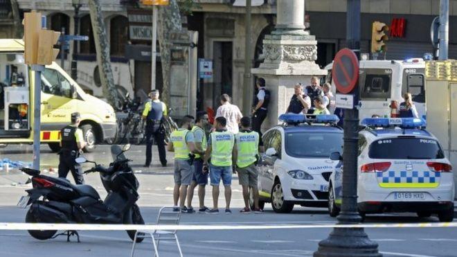 سیزده کشته در حادثه مرگبار راندن ون به میان جمعیت در بارسلون + فیلم