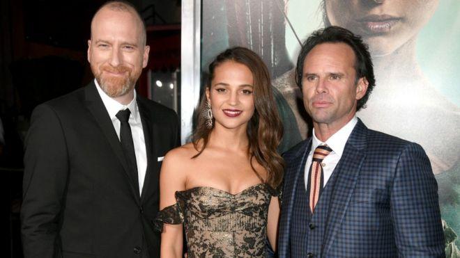 На голливудской премьере (слева направо): режиссер Роар Утхауг, Алисия Викандер и Уолтон Гоггинс