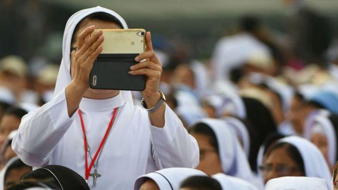 【バチカン】SNSは「真面目、かつ慎重に」 修道女にローマ法王指南[05/17] ->画像>10枚
