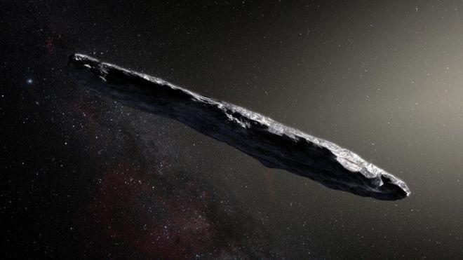 """(ภาพจากฝีมือศิลปิน) ดาวเคราะห์น้อย """"โอมูอามูอา"""" มีรูปร่างยาวรีผิดจากวัตถุอวกาศทั่วไป"""
