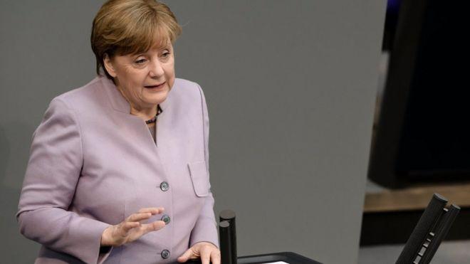 Merkel: Türkiyə referendum tənqidlərinə cavab verməlidir
