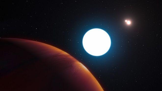 Ilustración del planeta HD 131399Ab y sus tres soles