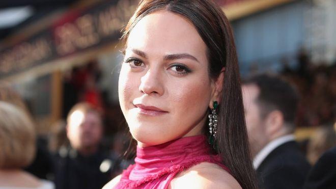 La actriz Daniela Vega en la alfombra roja de los premios Oscar en Hollywood el 4 de marzo de 2018.