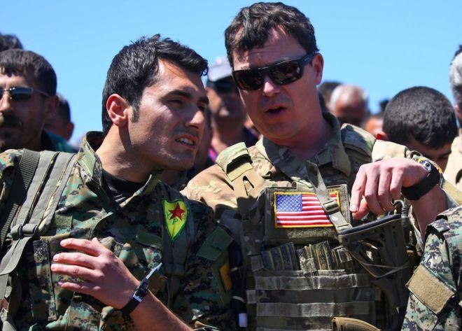 YPG savaşçısı ve ABD askeri