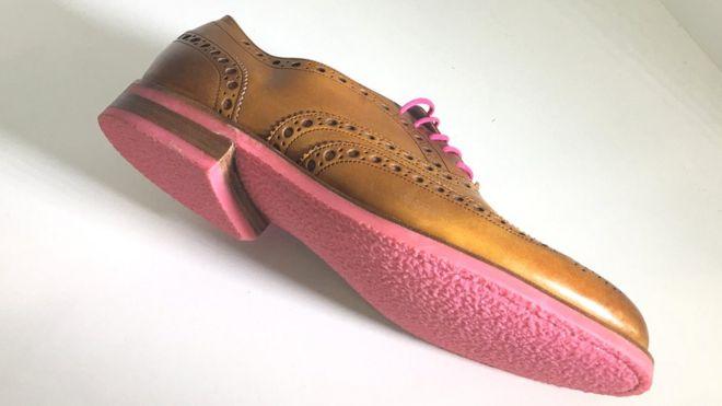 zapato hecho con goma de mascar