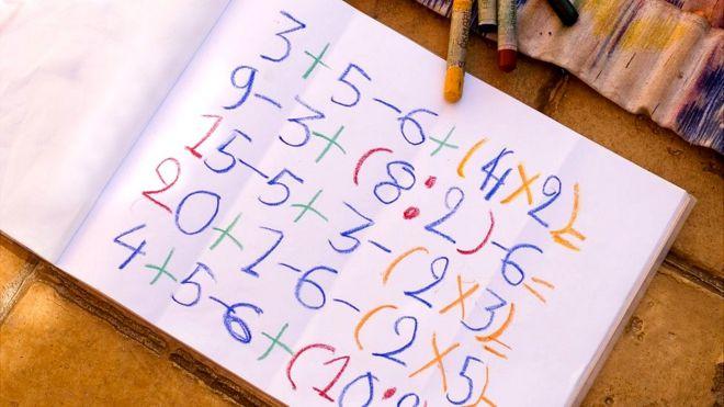 Livro de exercícios matemáticos