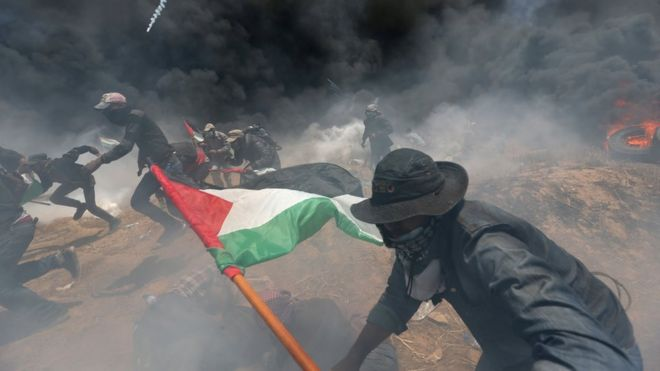 Более 59 палестинцев погибли на границе сектора Газа в день открытия посольства США в Иерусалиме