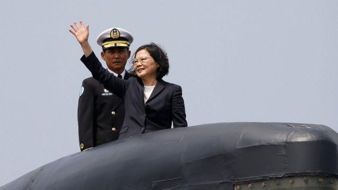 Tổng thống Đài Loan, bà Thái Anh Văn, đi thăm hạm đội tàu ngầm của hòn đảo này hồi tháng Ba