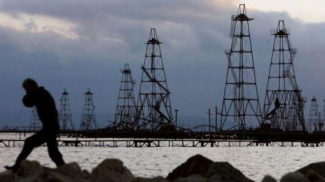 Нефтяные вышки в Азербайджане