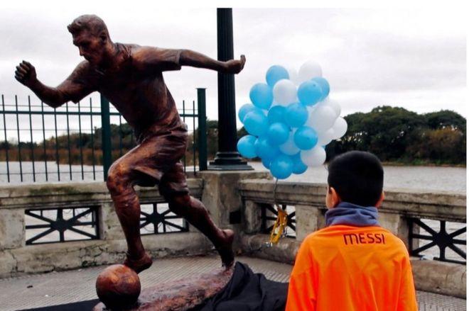 نتيجة بحث الصور عن lionel messi statue