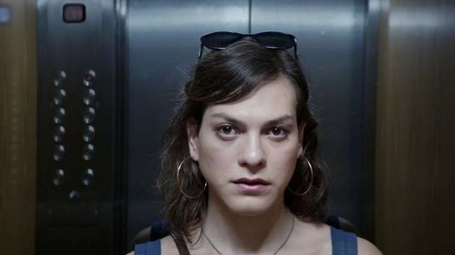 "Daniela Vega como Marina en una escena de ""Una mujer fantástica""."
