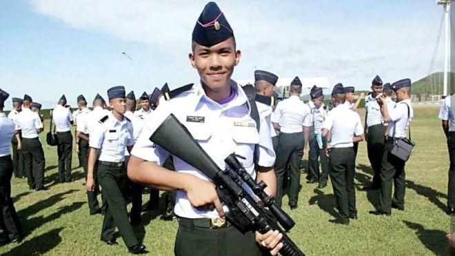 Phakhapong Tanyakan là học viên năm nhất tại một học viện quân đội Thái Lan