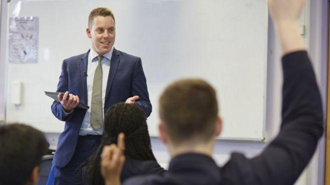 London maths teacher in world's top 10 - BBC News