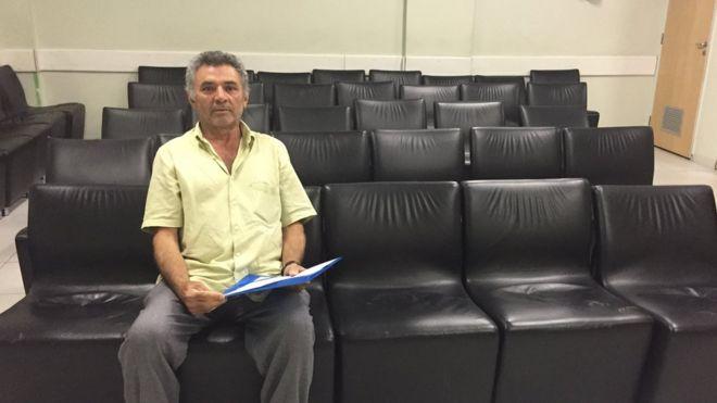 O aposentado Raimundo Oliveira, que esperou por dez anos para fazer cirurgia urológica