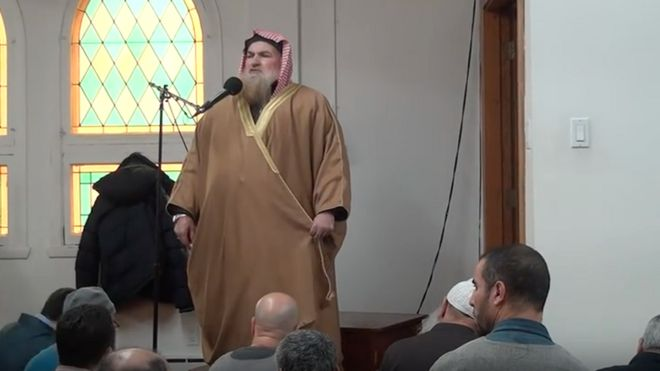 Sheikh Muhammad ibn Musa Al Nasr speaks at the Dar al-Arkam Mosque in Montreal