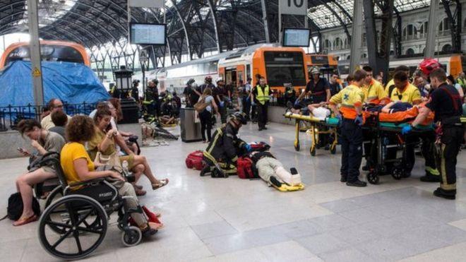 В Барселоне поезд снес платформу, пострадали 48 человек