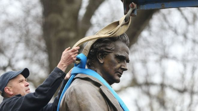 James Marion Sims statue removed from Central Park