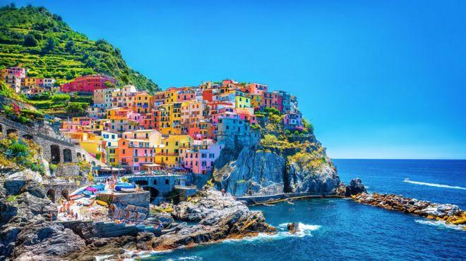 Casas coloridas em Cinque Terre, na Itália