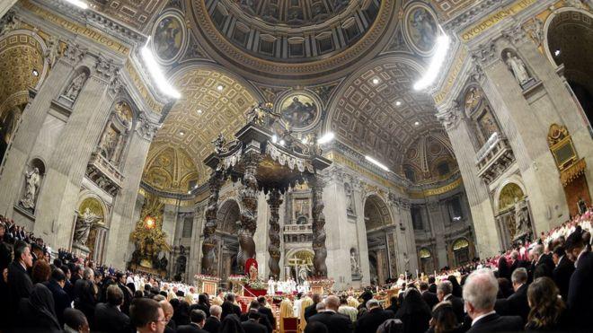 Giáo hoàng Francis chủ trì lễ thánh vào Đêm Noel 24/12/2017 tại Đại Thánh đường St Peter ở Tòa thánh Vatican