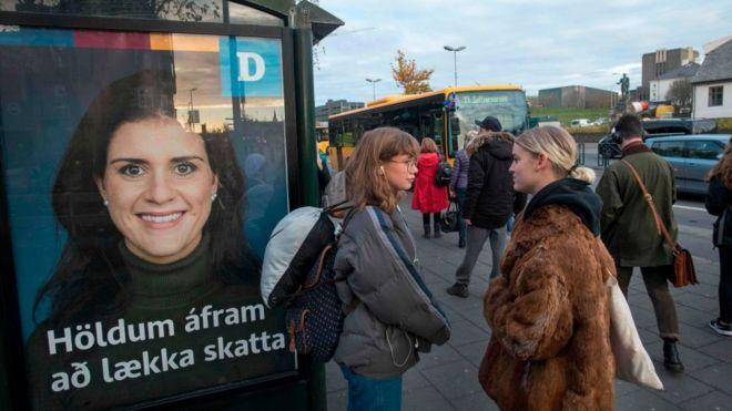 ley en Islandia que obliga a las empresas a pagar lo mismo a hombres y mujeres