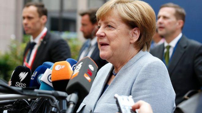 Merkel: Türkiye'de hukukun üstünlüğü tamamen yanlış bir yöne gidiyor