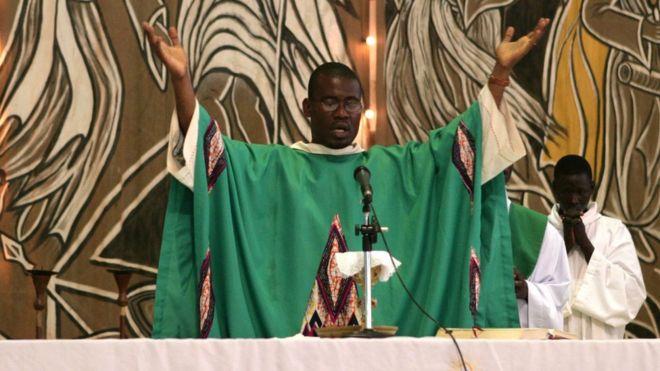 Un prêtre Tchadien