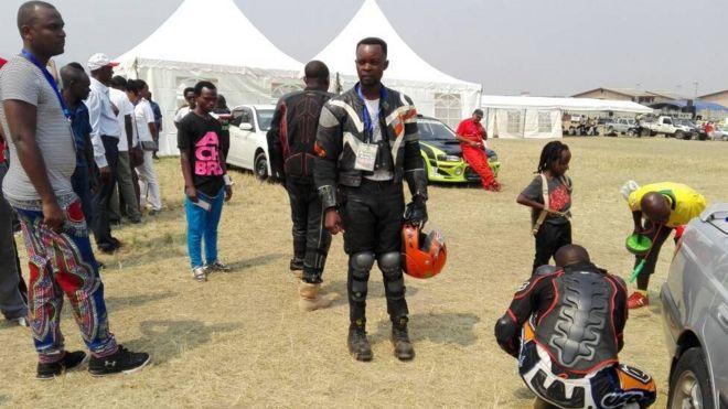 Image caption Bamwe mu biteriguye ihiganwa rya Moto cross ribera iBujumbura