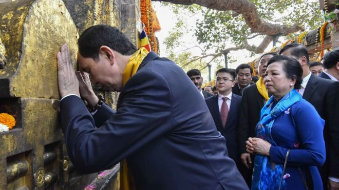 Chủ tịch Trần Đại Quang và phu nhân Nguyễn Thị Hiền thăm đền Mahabodhi ở Bodhgaya, bang Bihar, Ấn Độ hôm 2/3/2018