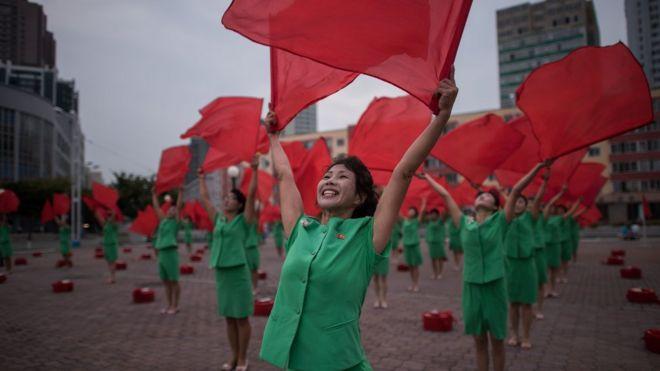 Жизнь в КНДР и Южной Корее в девяти графиках: кто счастливее?