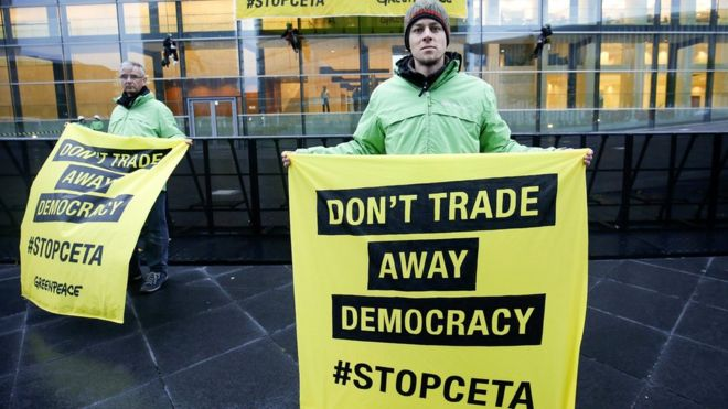 Greenpeace anti-Ceta protest, Luxembourg, 18 Oct 16