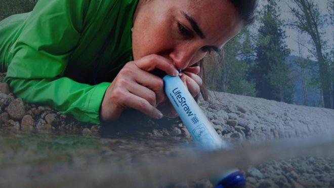 """Cómo funciona el """"milagroso"""" dispositivo que te permite beber agua sucia"""