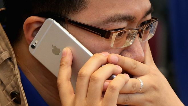 اپل عمدا آیفونهای قدیمی را کند میکند - کریس فاکس بیبیسی