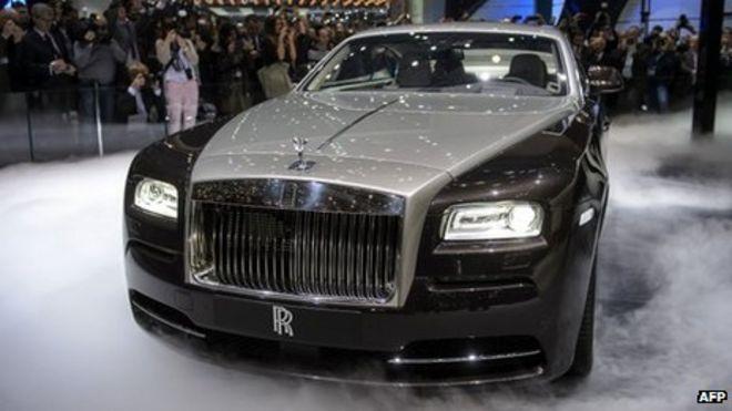 Rolls-Royce unveils 'most powerful' model - BBC News