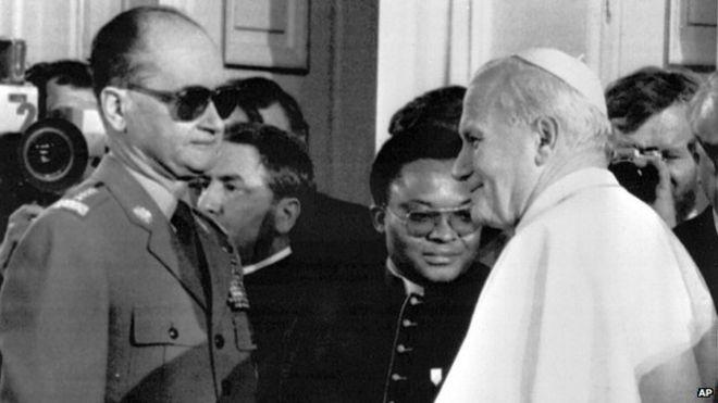 Tướng Jaruzelski Đón Giáo hoàng John Paul II năm 1983