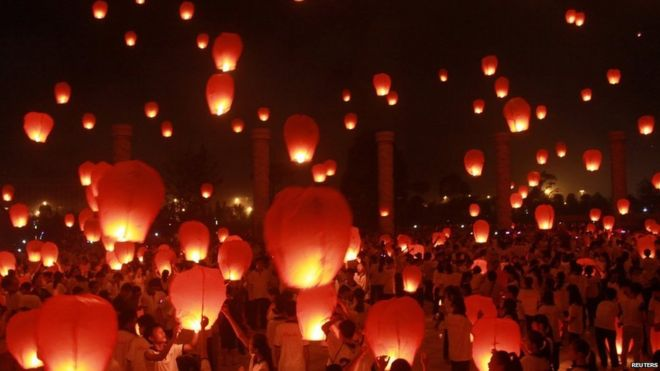 In pictures: Mid-Autumn Festival - BBC News