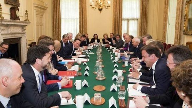 David Cameron announces freeze in ministers' pay - BBC News