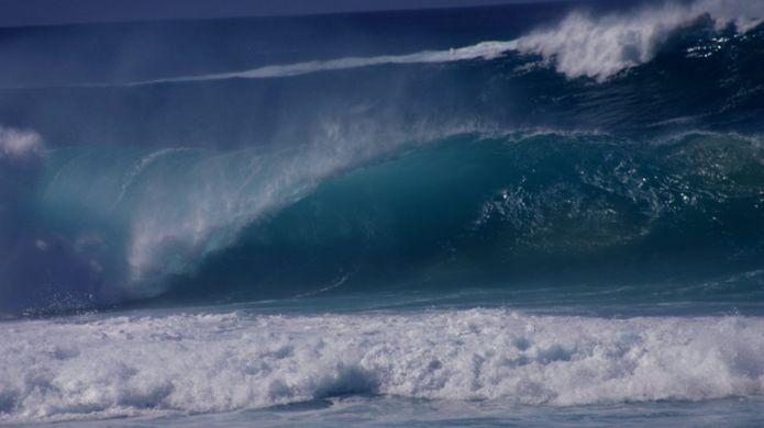 https://ichef-1.bbci.co.uk/news/695/cpsprodpb/13CC4/production/_99729018_tsunami_getty.jpg