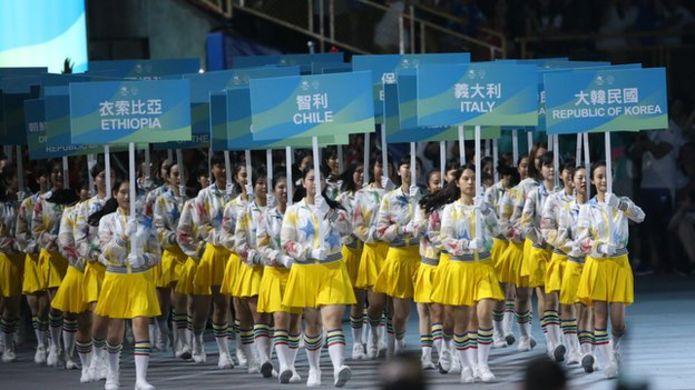 狀況排除後,所有未能及時入場的國家代表團舉牌手重新列隊一次進場,隨後代表團也與中華隊一起進場。