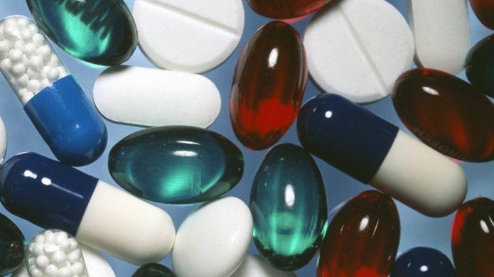 https://ichef-1.bbci.co.uk/news/695/cpsprodpb/16EC0/production/_95988839_m6300265-painkilling_pills-spl.jpg