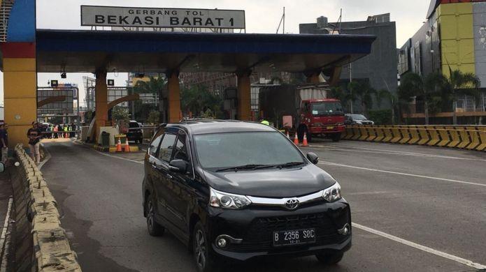 Hanya mobil berpelat genap yang dibolehkan masuk pintu tol Bekasi pada tanggal genap